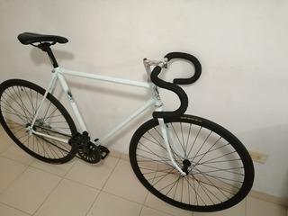 Bicicleta De Ruta Antigua Restaurada A Urbana