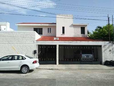 Venta, Hermosa Residencia En Villas Del Sol, Con Amplios Espacios Y Área Social.