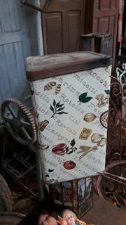 Lata Decorativa Antiga