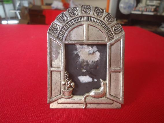 Decorativo E Antigo Porta Retrato Retrô Em Metal Prateado