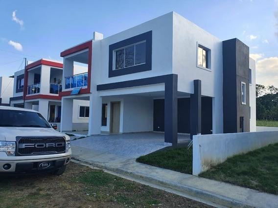 Hermosa Casas De 2 Niveles En Cotui