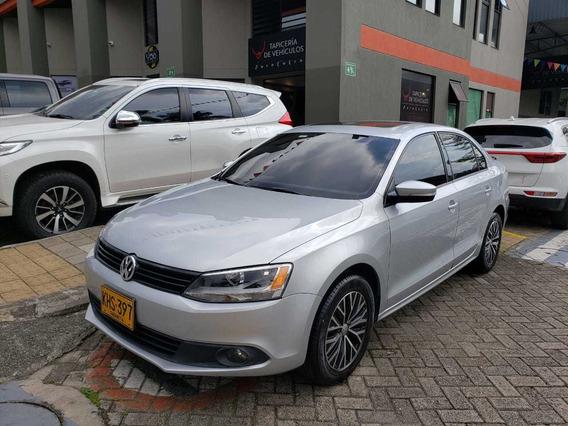 Volkswagen Nuevo Jetta Trendline 2.5 Sunroof 2011