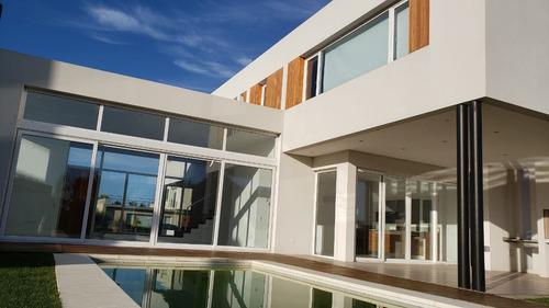 Imagen 1 de 14 de Rumenco. Espectacular Casa En Venta.