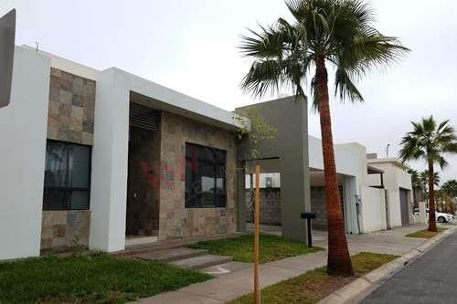 Hermosa Casa En Renta, Ubicada En Residencial Aurea, $33,000 Mxn/mes