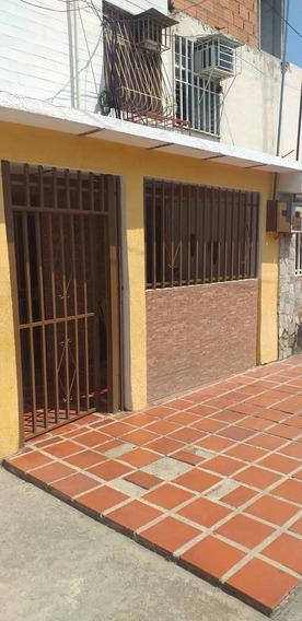 Casa En Caña De Azucar De 2 Pisos Maracay