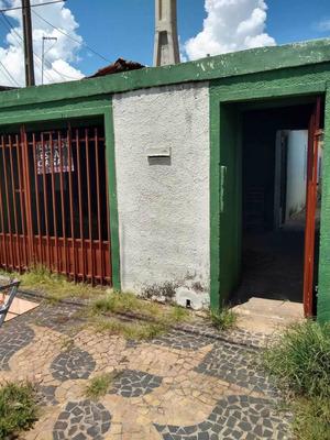 2 Quartos, Sala, Cozinha, Banheiro + Porão.