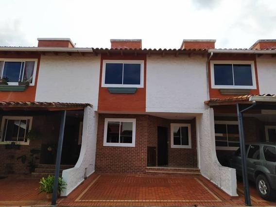Casa En Venta Ubicada En La Urbanización La Montaña