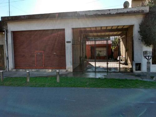Imagen 1 de 11 de Casa Con Local Y Losa
