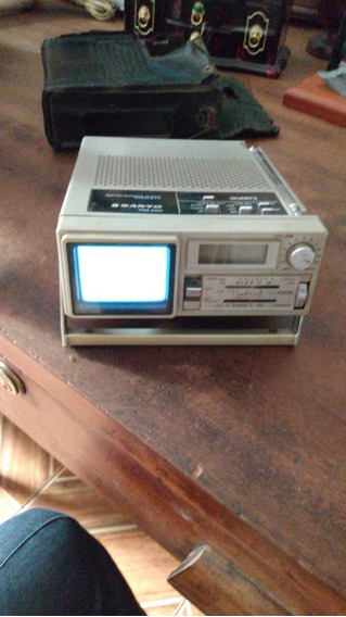 Micro Tv P&b E Rádio Am Fm Sanyo Mod Tpm-2100