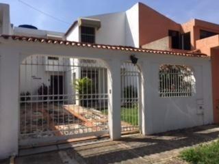 Rab Vendo Amplia Y Luminosa Casa En La Esmeralda