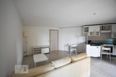 Apartamento No 1º Andar Com 1 Dormitório E 2 Garagens - Id: 892794726 - 94726