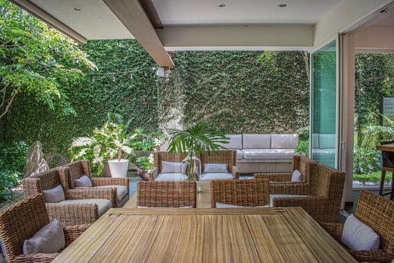 Residencia En Venta En Valle Real, Lujo Y Tranquilidad