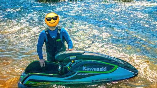 Jet Ski Kawasaki Em Pé