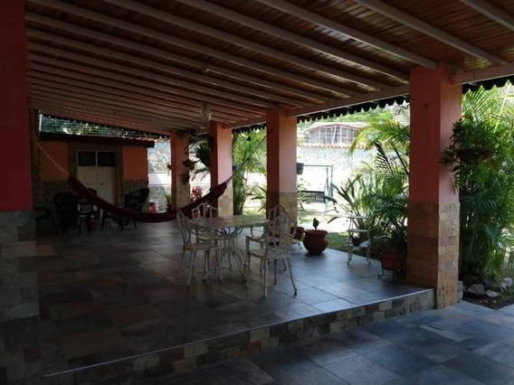 Quinta Barrio Sucre 04144588440