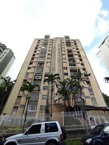 Apartamento Amplio, Original Con Mucho Potencial Negociable