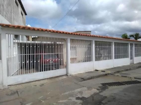 Casa En Venta La Concordia Barquisimeto Lara 20-2703 Rahco
