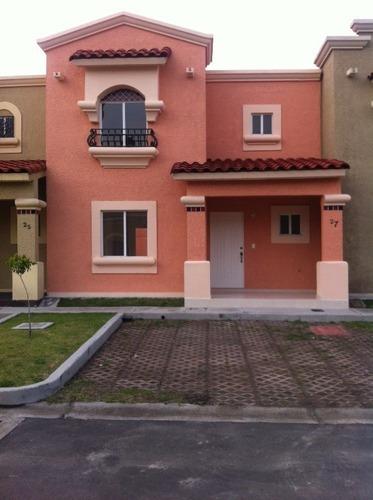 Preciosa Casa Con Doble Vigilancia En Urbi Hacienda Balboa