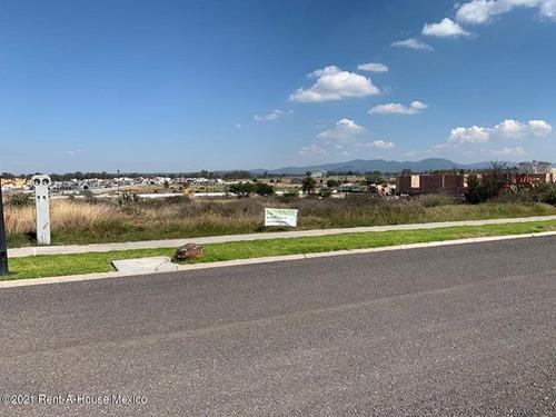 Imagen 1 de 3 de Terreno Dentro De Privada Cerca De San Miguel, Vista A Hermoso Viñedo