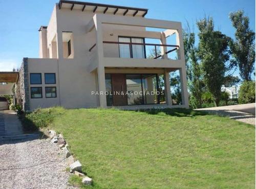 Casa En Venta De 4 Dormitorios En Punta Del Este - Ref: 3802