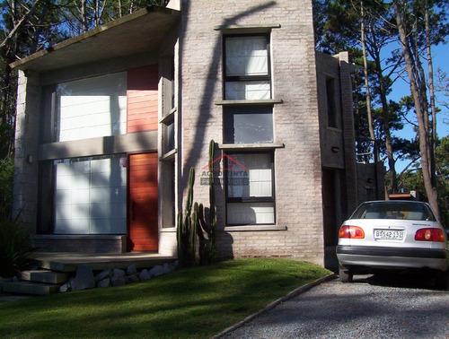Casa En Manantiales, 3 Dormitorios *- Ref: 3539