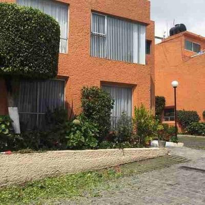 Casa En Venta En Condominio, 3 Rec Y 3 Estac. La Presa. San Jerónimo