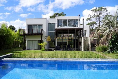 Moderna Casa San Rafael- Ref: 2463