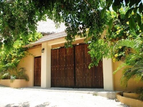 Venta De Casa En Brisas De Zicatela, Puerto Escondido, Oaxaca.
