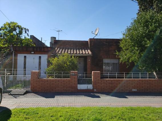 Casa De 2 Dormitorios Con Amplio Fondo Libre