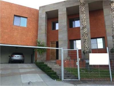 Excelente Residencia En Venta!!! Ubicación Muy Céntrica En Una De Las Mejores Zonas De La Ciudad.