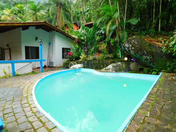 Casa Com Piscina Para Locação Definitiva Em Peruíbe.