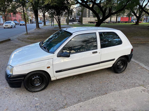 Imagen 1 de 14 de Renault Clio 1998 1.6 Rn