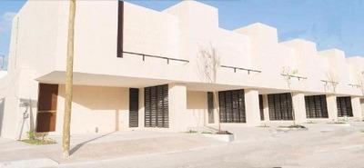 Townhouse En Venta, Residencial Montecristo, 2 Recamaras, Excelente Ubicacion