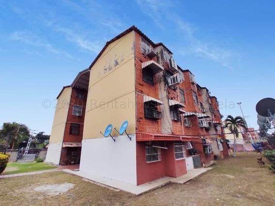 Apartamento En Venta Urb. Mata Redonda-maracay 21-6762ejc