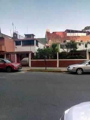 Casa Dos Niveles, Zona De Coyoacan, Con Amplios Y Bellos Jardines Muy Bien Cuidada.