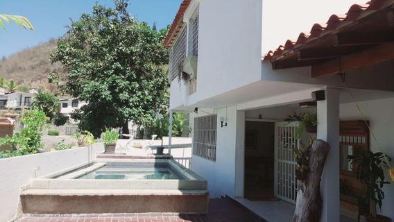 Casa En Venta En Clnas. De Las Acacias/ Codigo 20-2969