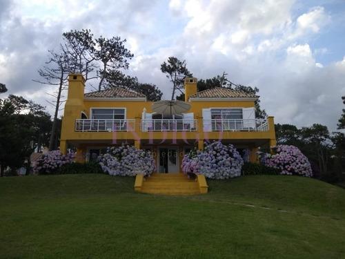 Casa En Venta Y Alquiler Frente Al Mar En Manantiales.- Ref: 403