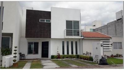Renta En El Mirador, Casa Muy Amplia !!