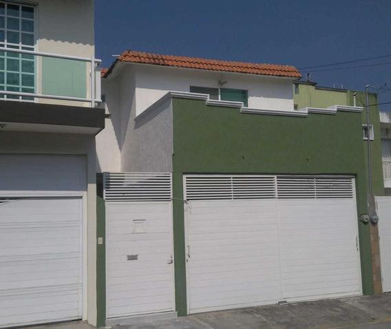 Casa De 3 Recámaras,garage Para 2 Autos, Balcon