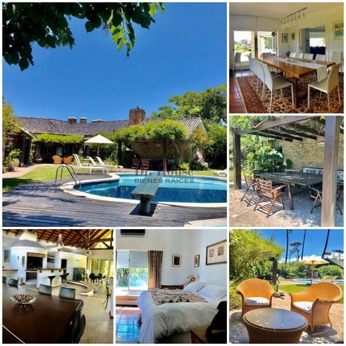 Casa En Pinares A 1 Cuadra De La Playa!- Ref: 235