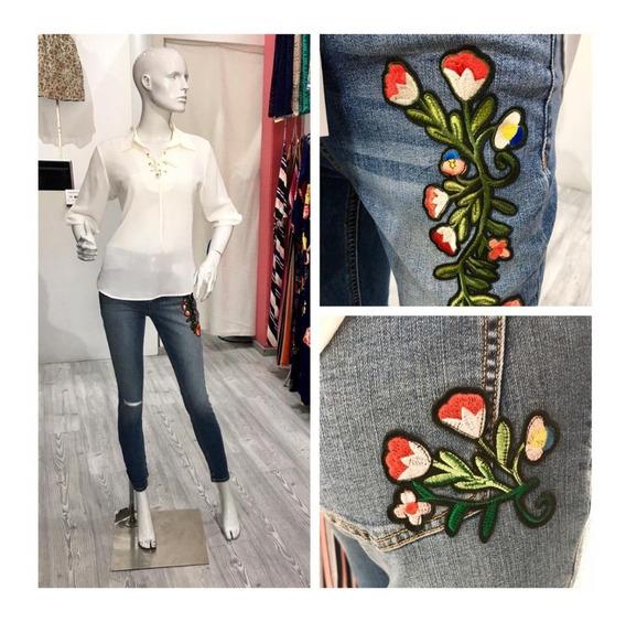 Pantalon De Mezclilla, Con Flores Bordadas Envio Gratis