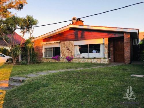 Casa En Venta A 100 Mts Playa Mansa - Punta Del Este- Ref: 28507