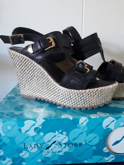 Sandalias Mujer Con Plataforma Dorada. Nueva Sin Uso