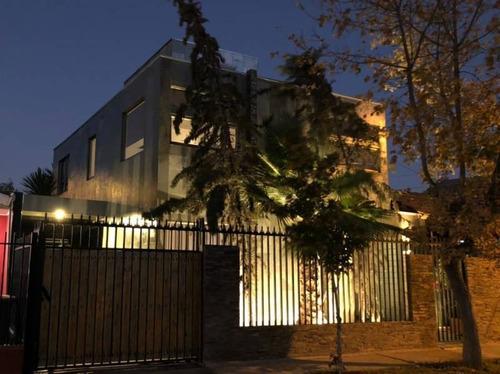 Hermosa  Casa De 2 Pisos En Villa Los Héroes