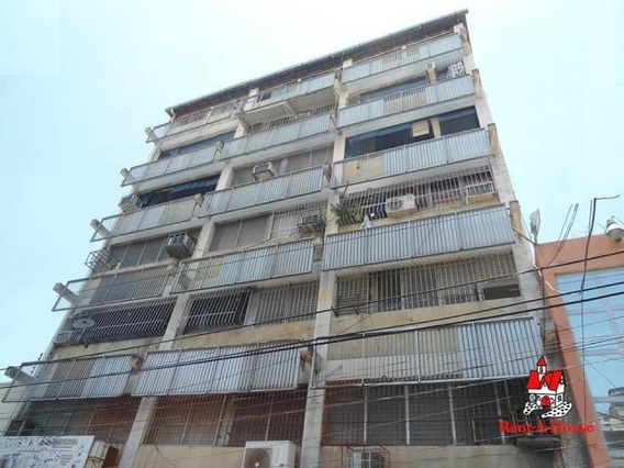 Apartamento En Venta Zona Centro Maracay/ 19-8666 Wjo
