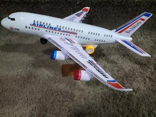 Avião Air Line Brinquedo Grande Com Luzes E Som E Movimento
