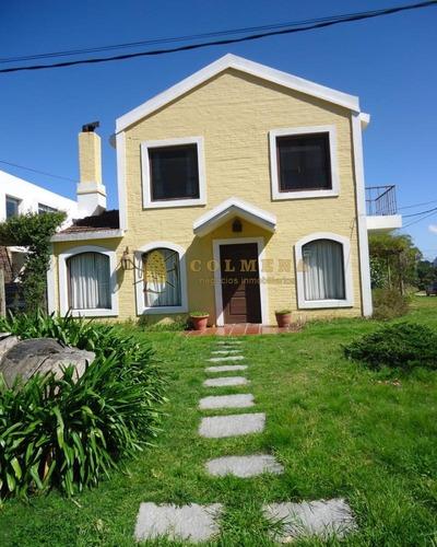 Muy Linda Casa En El Centro De La Barra -ref:3517