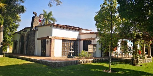 Casa De 3,836 M2t / 455 M2c / 4r / 5b / 6a / Alberca