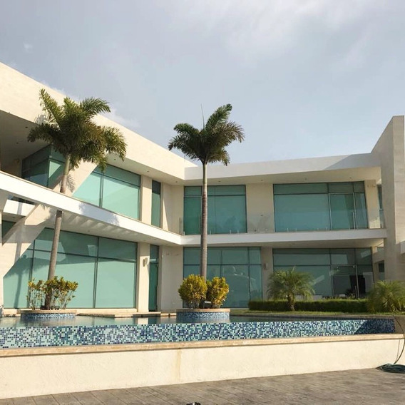 Moderna Y Hermosa Villa Con Muelle