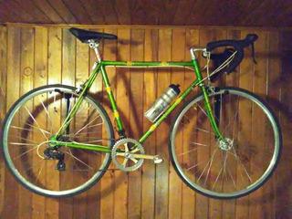 Bicicleta De Carrera Retro Modernizada Y Con Computadora