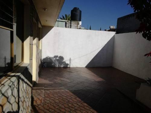 Casa Sola En Venta Venustiano Carranza, Excelente Ubicación.